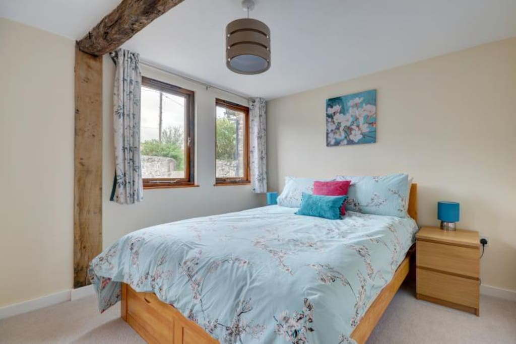 Bluetit king bedroom