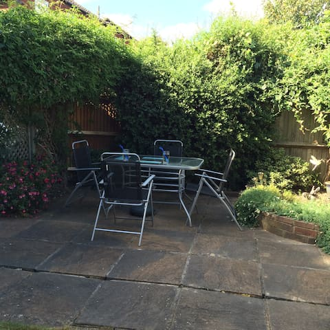 Sunny Private Garden , breakfast outside in summer months