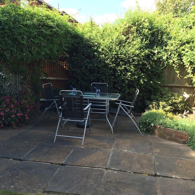 Sunny Private Garden , breakfast outside in summer months