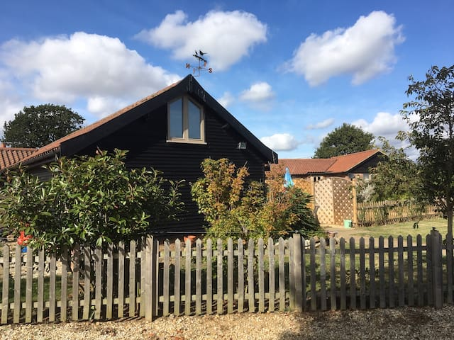 South Barn,  quirky 1-bed barn mid Norfolk