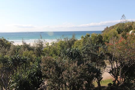 Claytons 5, Stylish beach front apartment - Point Lookout