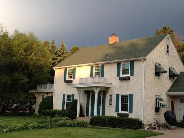 Lovely Home 15 minutes from MSP and MOA - South Saint Paul - Casa