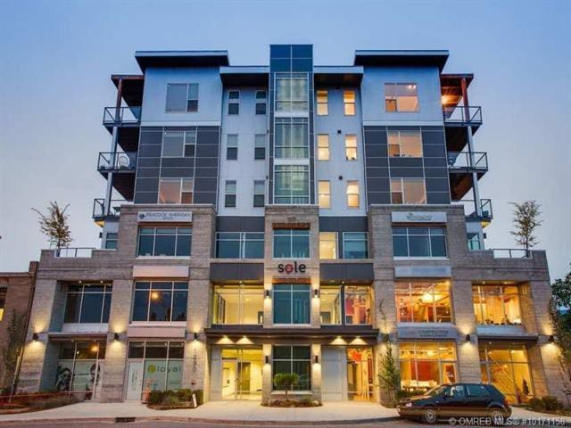 2 bedroom, 5th floor downtown with Knox views!