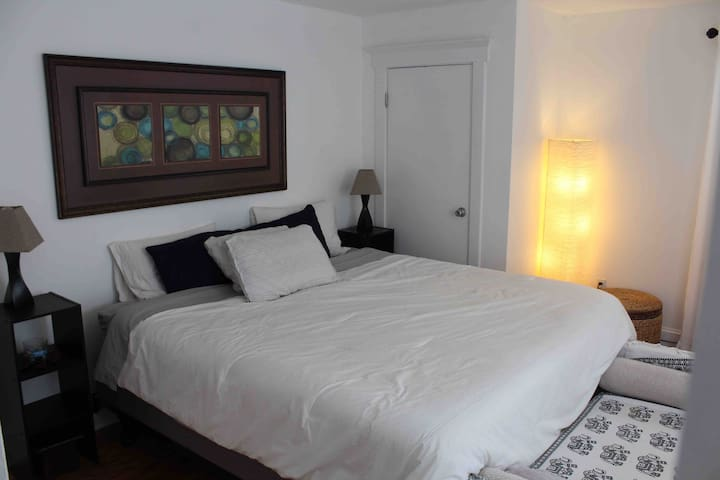 3 BDR Apt. 2 blocks from the ocean & Convent. Hall