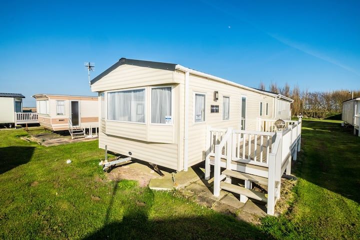 MP631 - Camber Sands - Sleeps 6 - 2 bed + 2 bathroom - gated decking