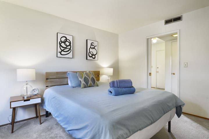 Chic Apt in Downtown Menlo Park, Walk to Stanford