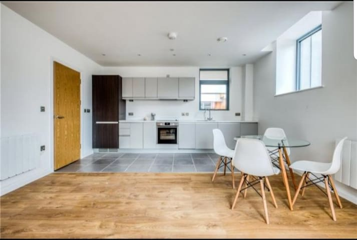 Penthouse City Centre Flat with Double Balcony