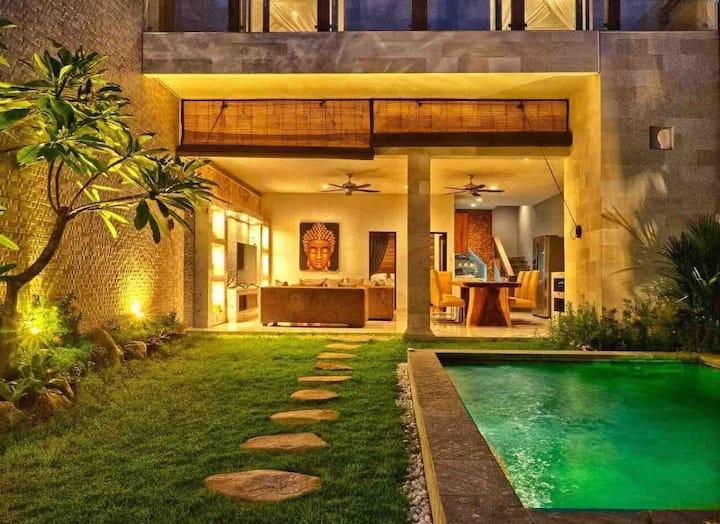 Stunning designer made villa Lora Sanur