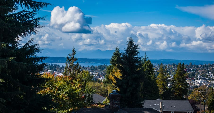 3 Bedroom Home with Sunset View at Woodland Park