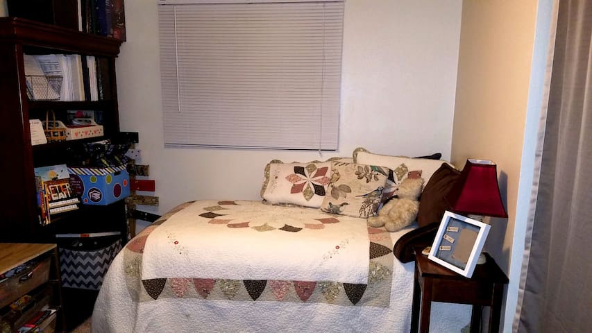 Room available for short- or long-term sublet