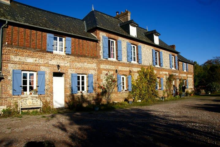 Gîte de charme et de caractère - Valliquerville - บ้าน
