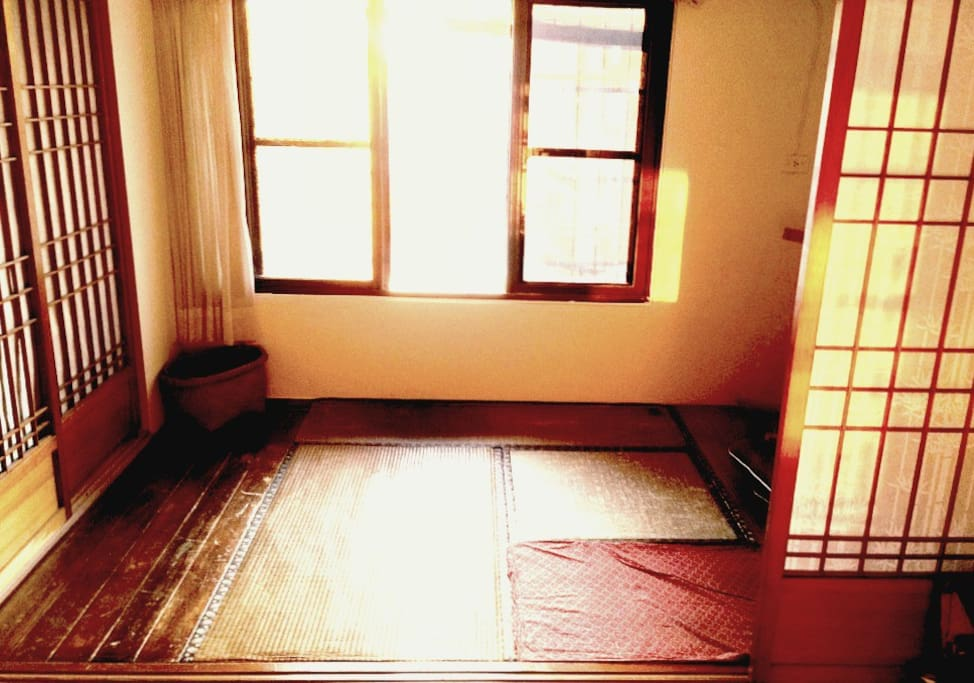 Quiet and cozy Tatami Room with plenty of daylight