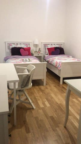 2 single beds bedroom