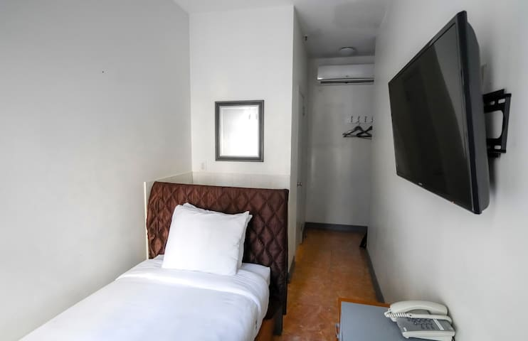Manhattan Midtown West - Modern Single Hotel Room