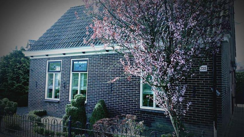 Huisje bij het Ijselmeerstrand - Wervershoof