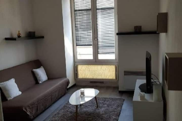Charming studio, 1 minute  from the Maison Carrée
