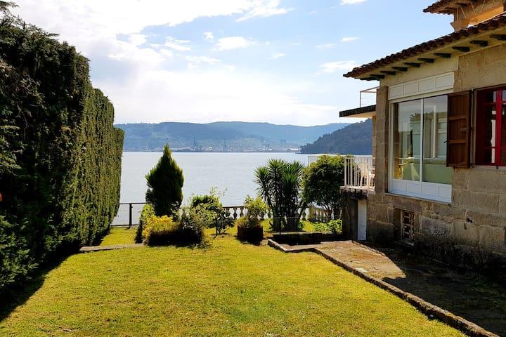 Casita junto al mar con piscina, jardin y barbacoa