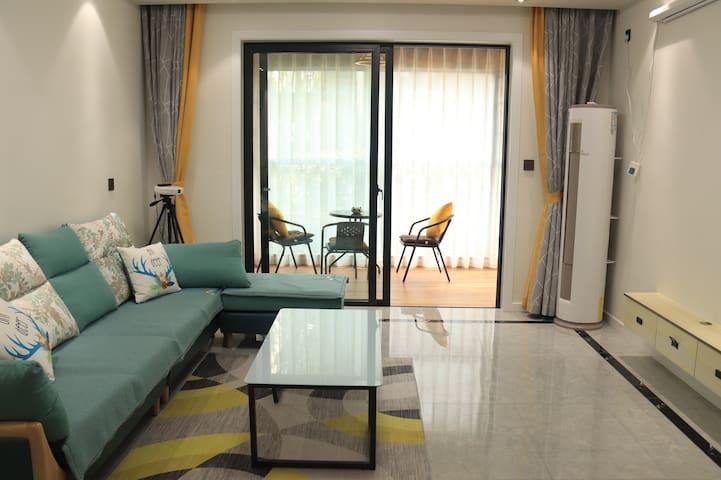 【一路星晴】三室一厅大投影/距雅安火车站500米/近高速路口