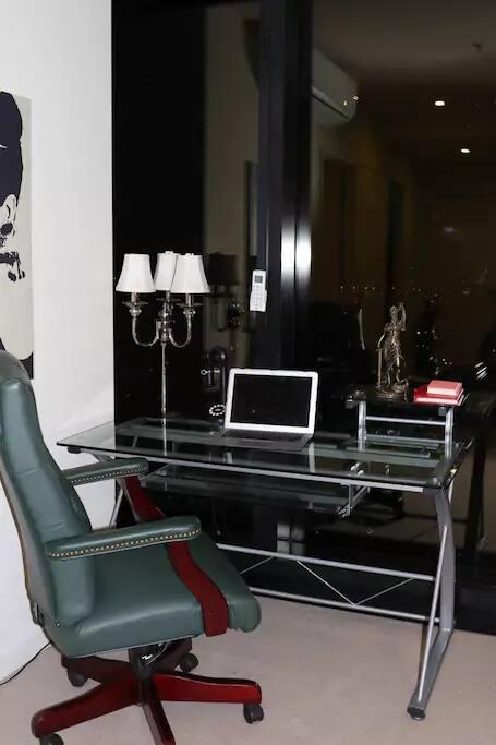 Livingroom : study / workspace