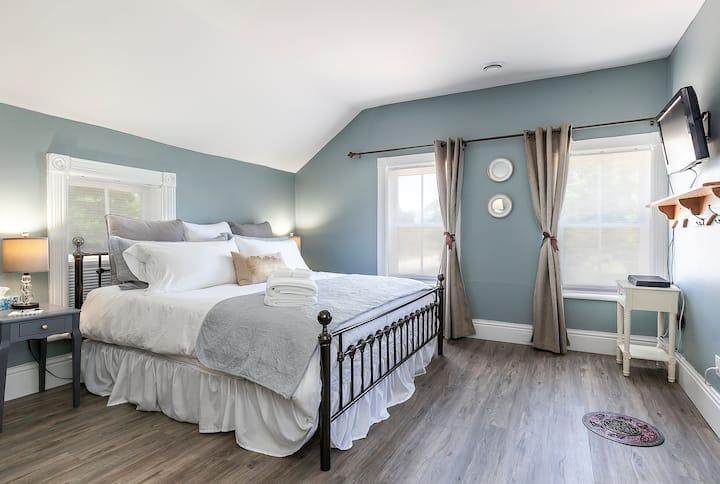 Rocklyn Inn Bed & Breakfast- King Suite Bedroom