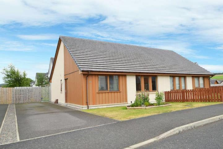Luxury 2 Bedroom Semi detached House with parking