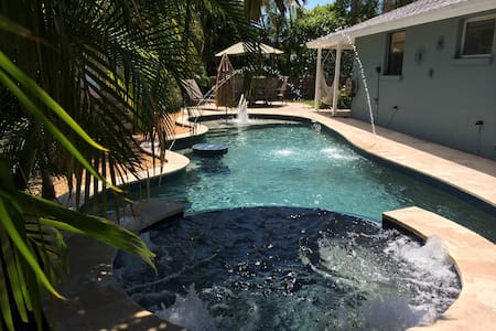 Private Paradise, w/ Pool, Spa & Golf Cart!