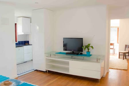 Garden Flat - Carnegie Cres, Inner Sth, Canberra. - Apartment