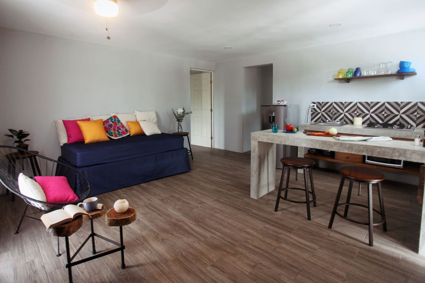 Cosy living room with Smart/Cable TV