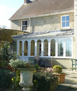 Chantry Cottage where town and country combine - Shaftesbury - Hus