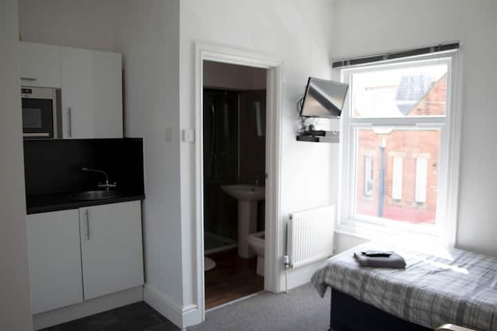 B21#2 Cleethorpes ensuite kitchenette Sky Wifi