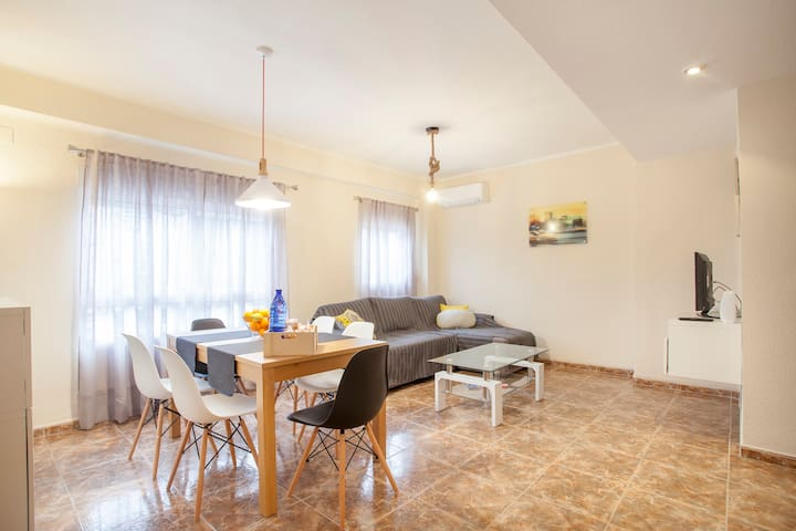 Flat 5 min. from Center VLC up to 6 Pers + Wifi - València