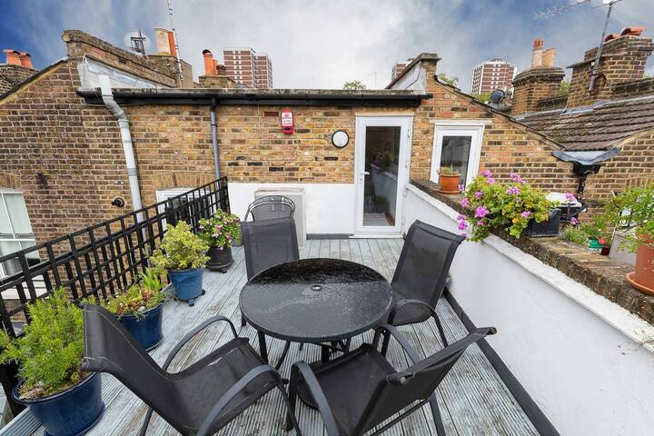 Stunning 3 bed house close to Westfield (sleeps 8)