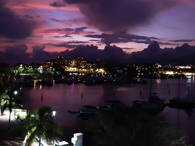 Vista Nocturna de bella Panorámica de Luces, incitadora para lindas cenas íntimas, o para compartir con algunos amigos.