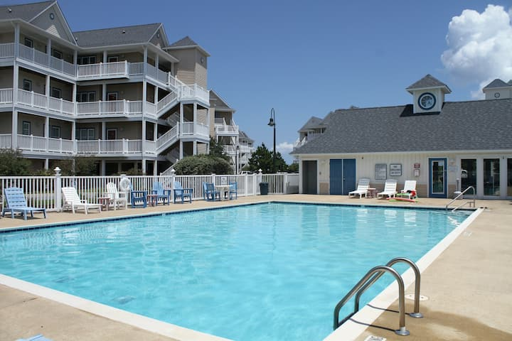 Waterfront Condo w/ Free WiFi, Central AC, Private Washer/Dryer, Shared Pool