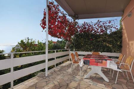 2 Bedrooms Home in Seget Vranjica - Seget Vranjica - Talo