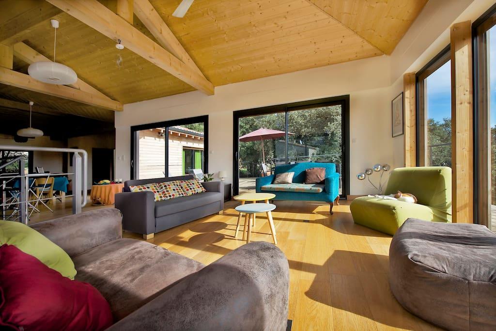Villa en bois colo et moderne villas louer corconne for Villa en bois moderne