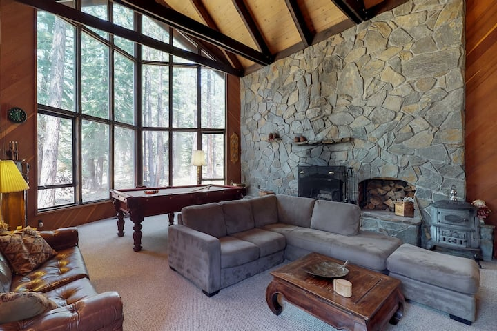 Family-friendly cabin w/ shared pool, hot tub, & tennis - near golf & skiing