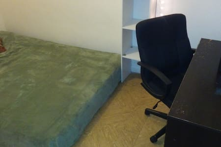 Clean, Comfy, Zen, private and furnished bedroom - Queens