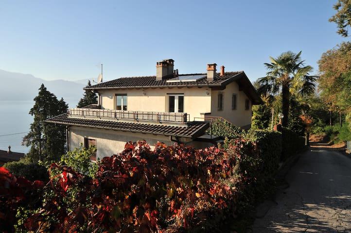 Dachterrassen Wohnung, See-Blick und Privatstrand - Leggiuno - Lägenhet
