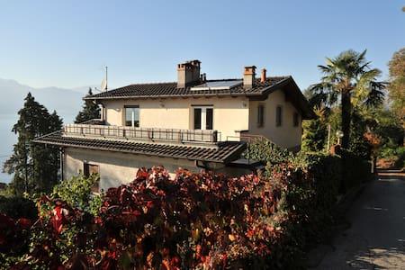 Dachterrassen Wohnung, See-Blick und Privatstrand - Leggiuno