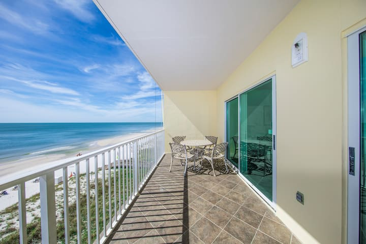 Gulf front 2bd/2bath with private balcony sleeps 6