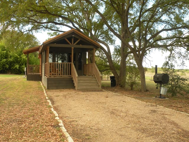 Relaxing Cabin near the  San Marcos River!
