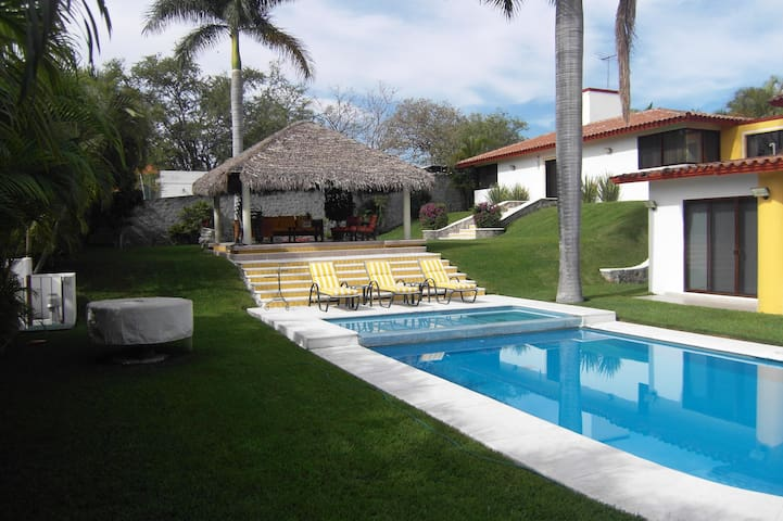 Bungalow privado dentro del Club de Golf Santa Fe - Alpuyeca - 平房