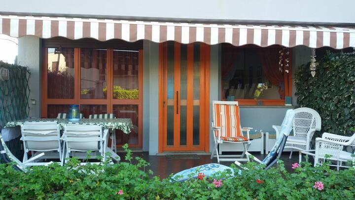 Villetta (terraced house), 2 min a piedi dal mare