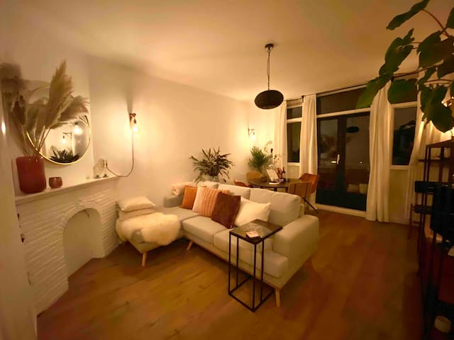 Trendy & renovated apartment in 'hip' Old West!