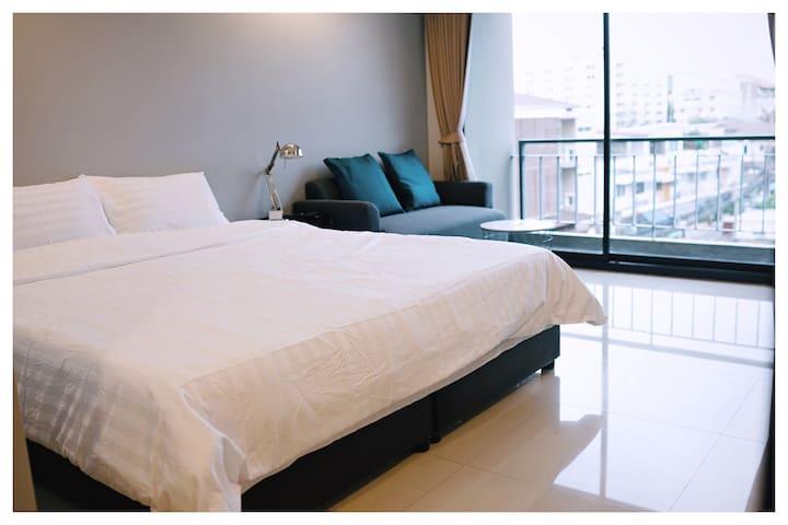 Cozy Apartment R403, 7 min from MRT-Sutthisarn