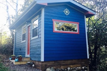 The Perch: New Tiny Cottage near AVL and Black Mtn