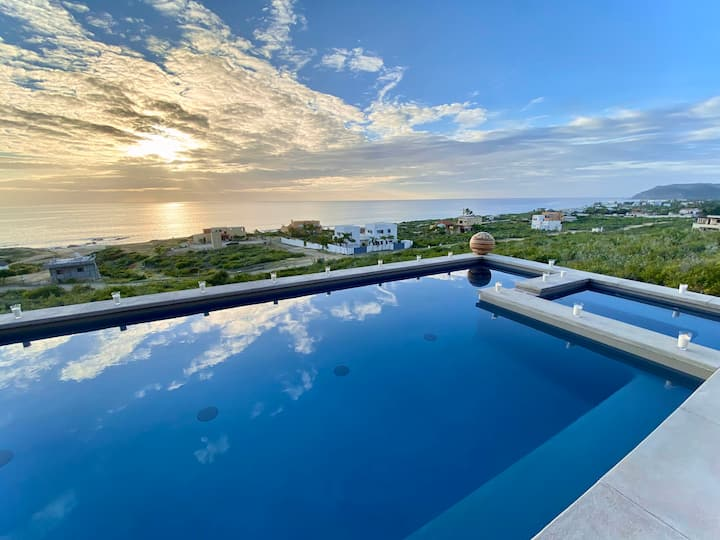 Luxury coastal 3BD/4BA villa w/ pool / spa & views