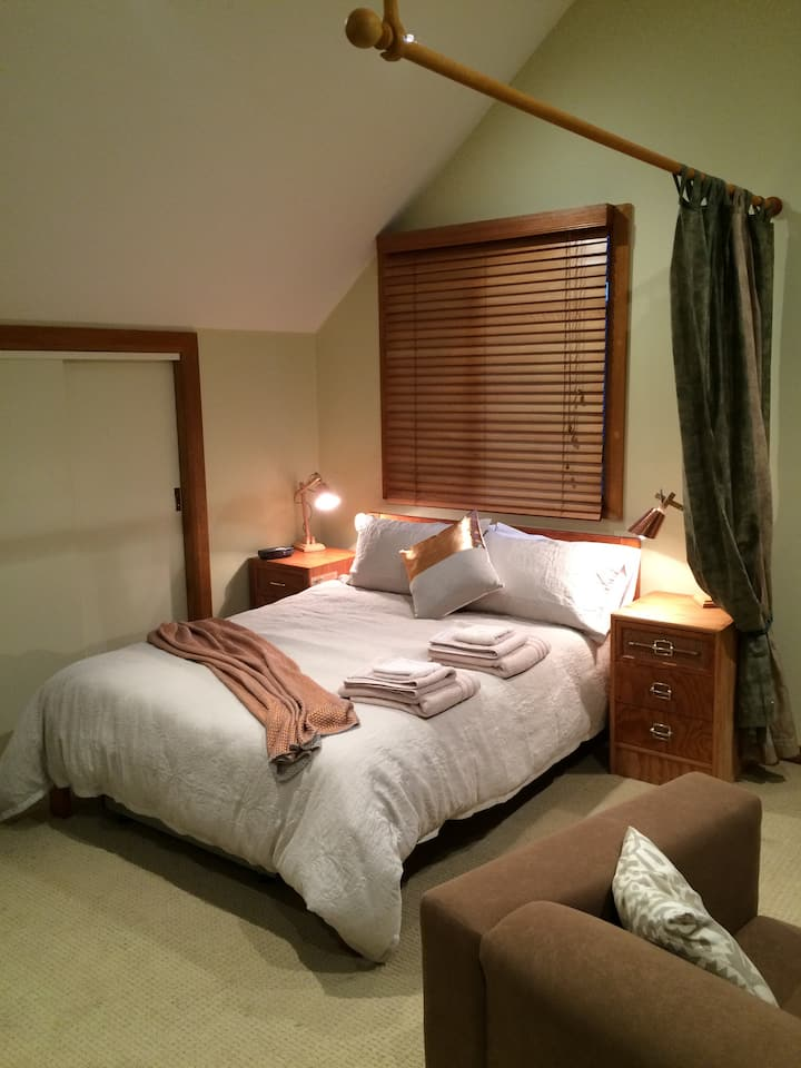 'The Barn' is a private, Self Contained Bedsit