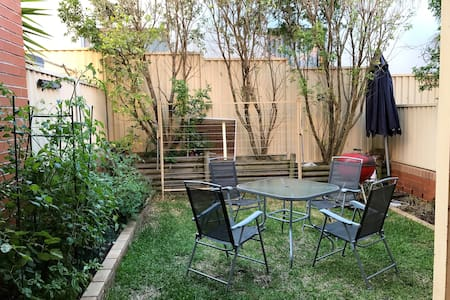 Townhouse for parents and infant or for 2 couples - Kingsford